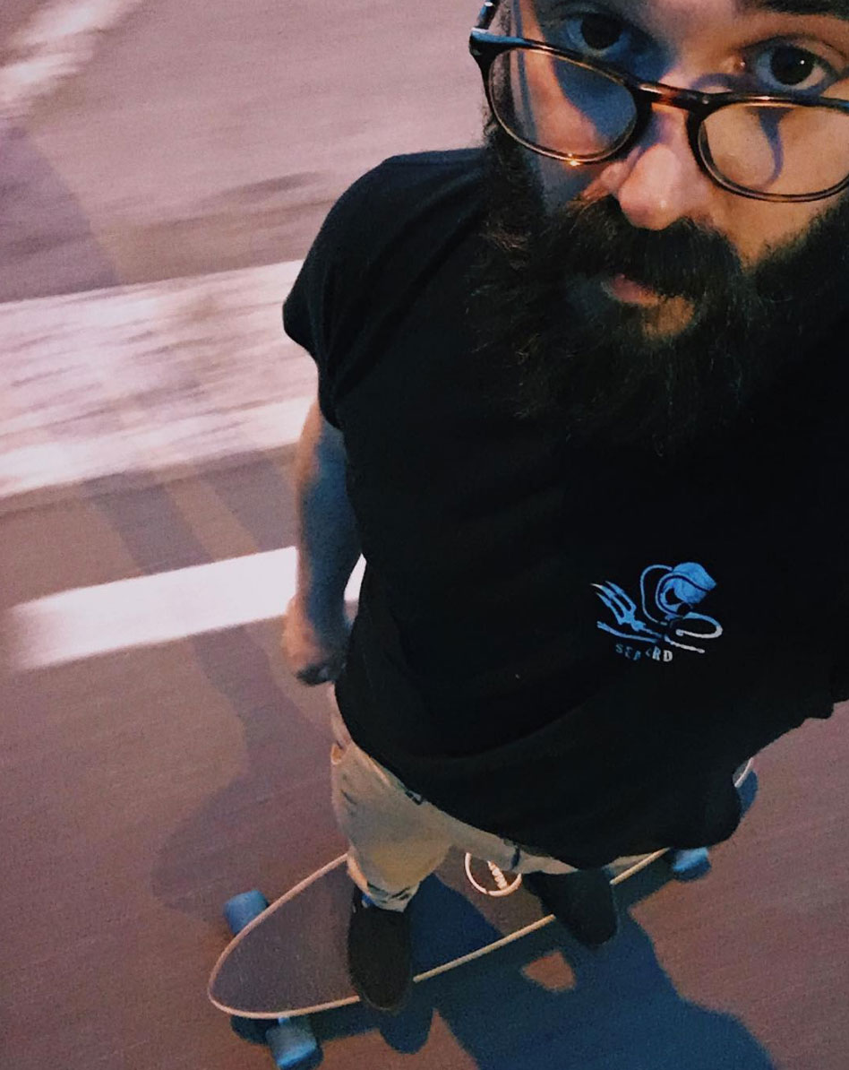 Selfie in longboard