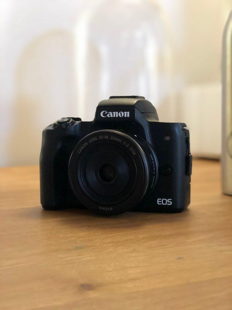 Canon M50 con obiettivo 22 mm